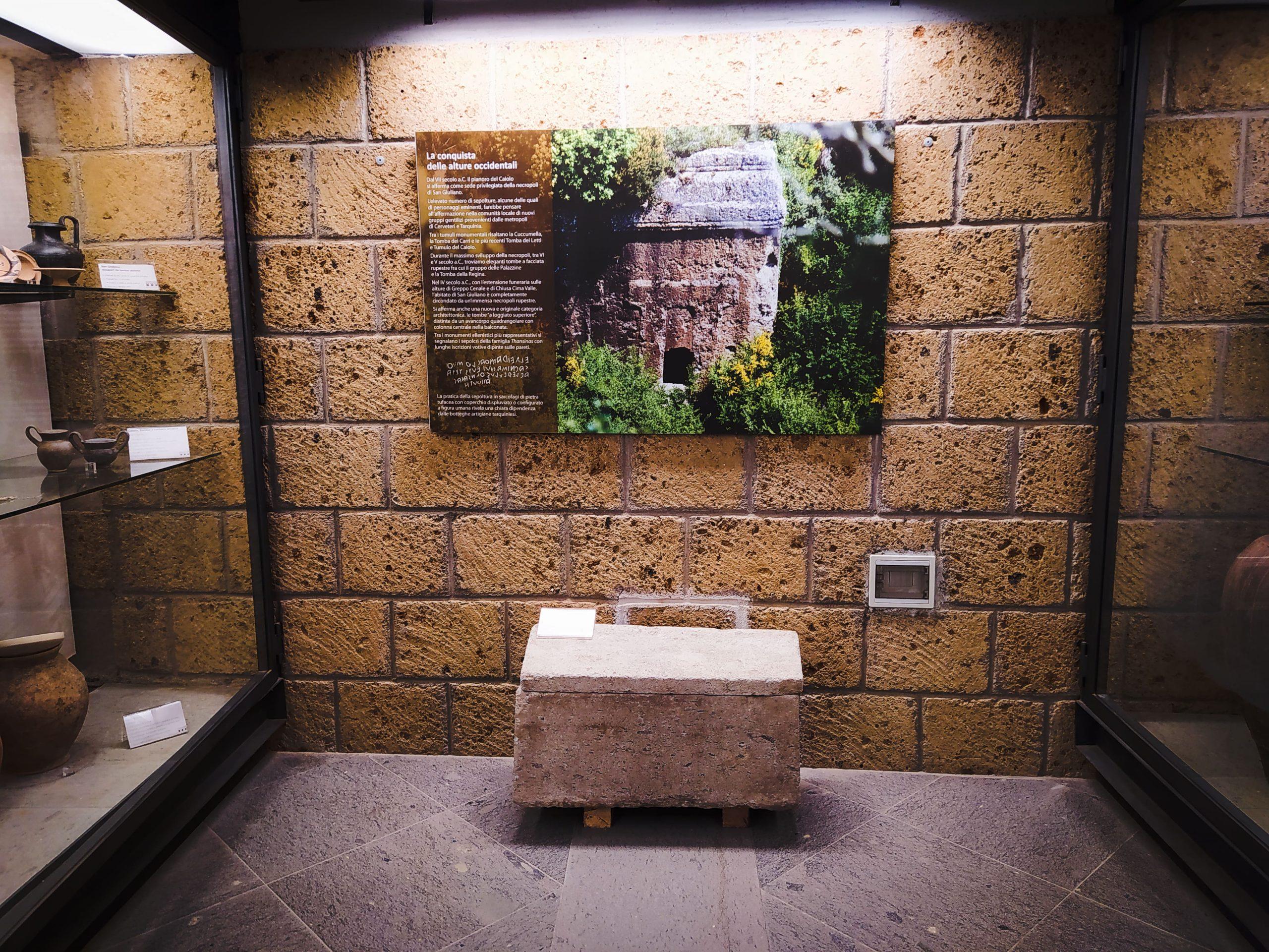 urna-cineraria-a-sarcofago-nel-Museo-delle-Necropoli-Rupestri-
